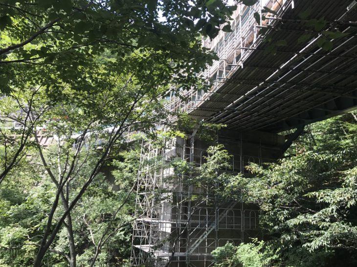 橋の耐震補強足場